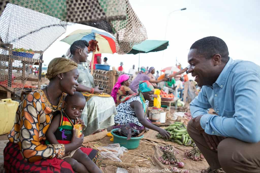 Queen Of Katwe - Harriet selling vegetables at the Ugandan market with baby Richard and Coach Katende