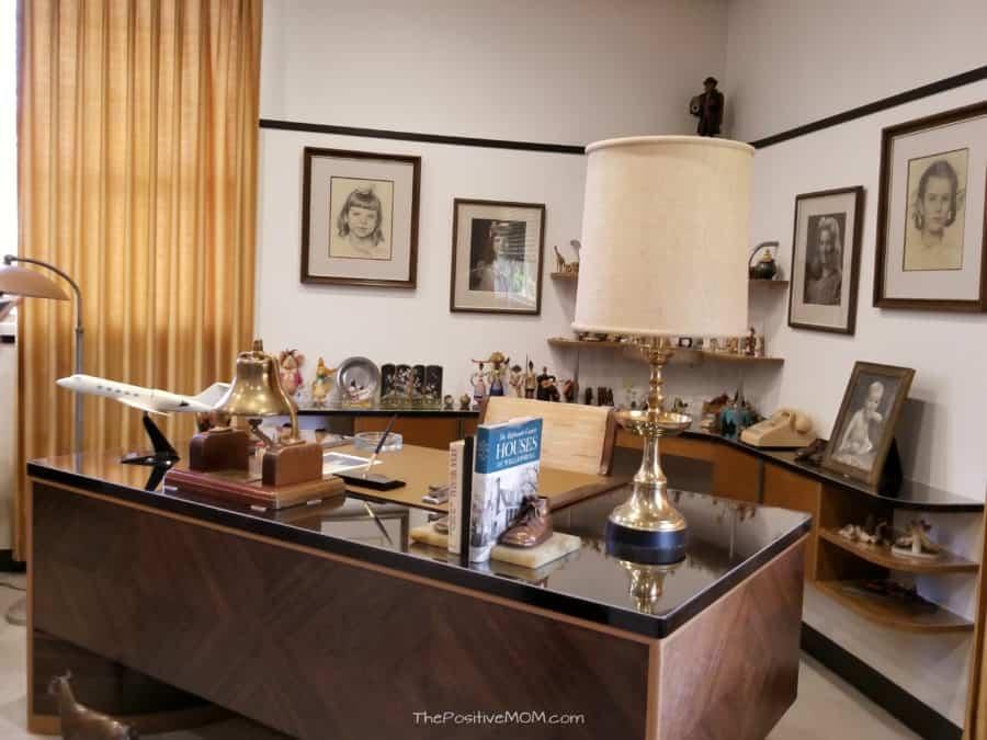 SOLO a star wars story Walt Disney Desk