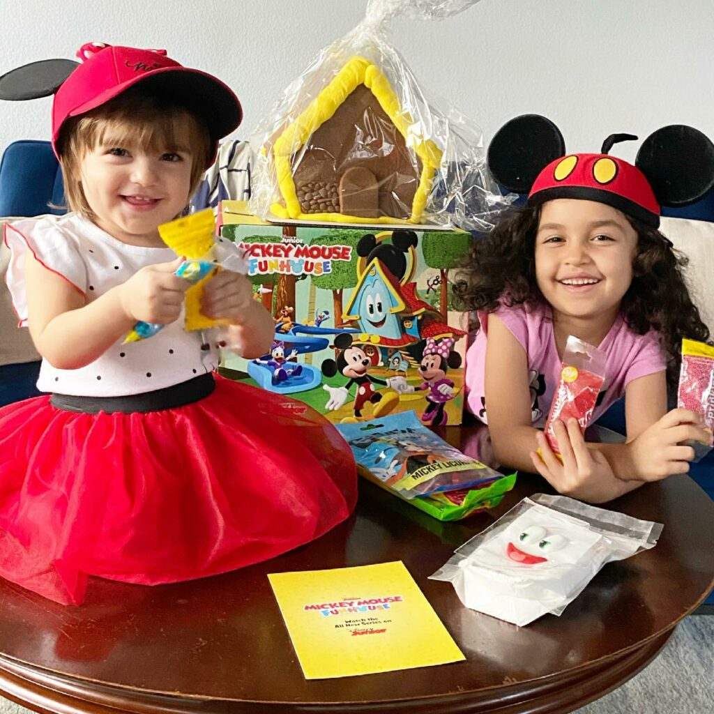 Mickey Mouse Fun House Gingerbread House unboxing